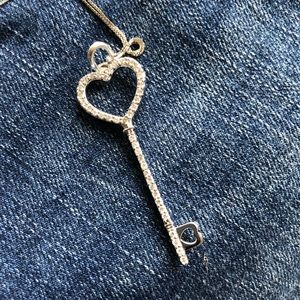 Jewelry - Gorgeous genuine diamond heart key necklace